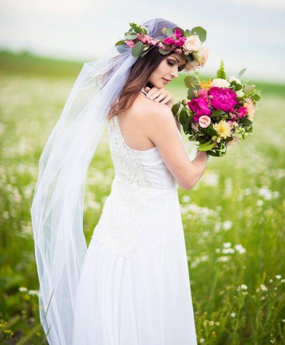 Фата с цветами как украшение прически