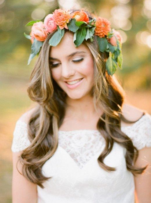 Цветочный венок в образе невесты