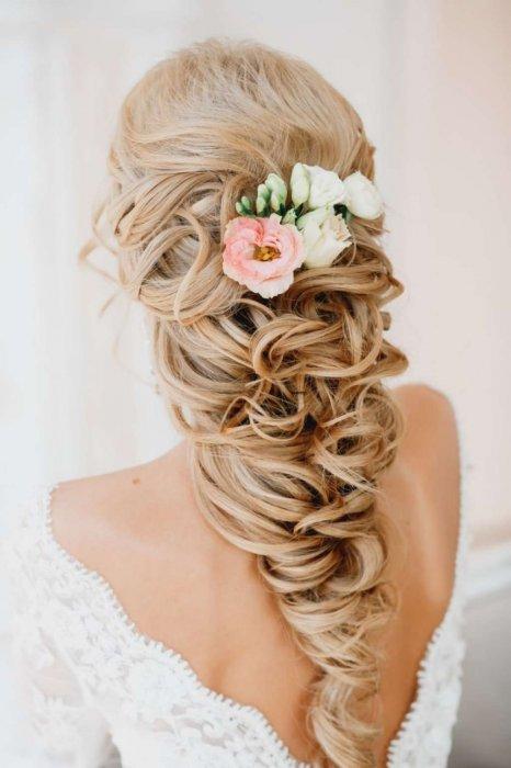Цветочный гребень в образе невесты
