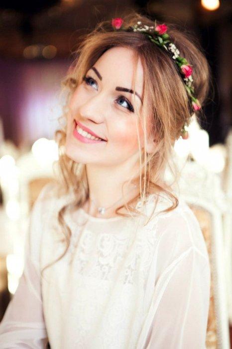 Ободок с цветами в образе невесты