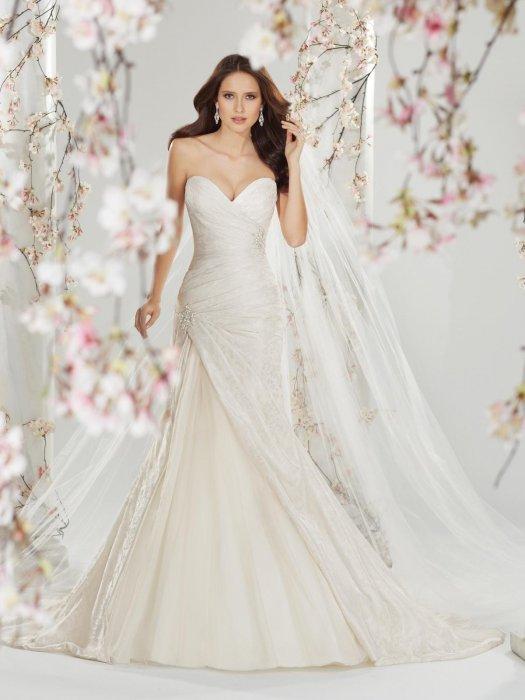 Материал свадебного платья (парча)