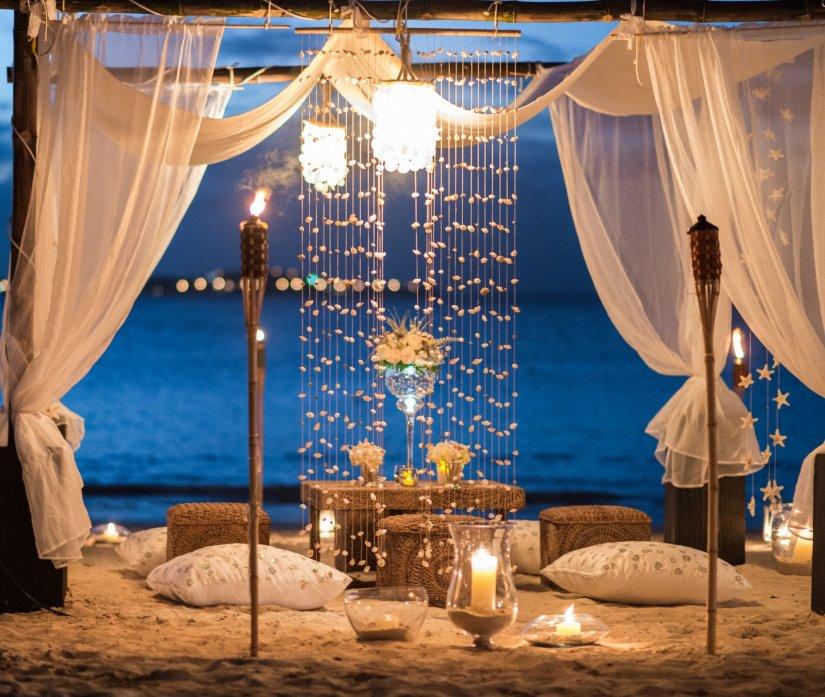 Оригинальные люстры для декора лаунж-зоны